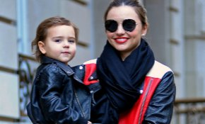 Flynn Bloom, un pequeño 'rockero' de paseo con mamá