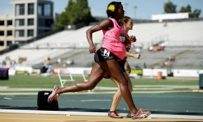 Una atleta norteamericana compite embarazada de 34 semanas