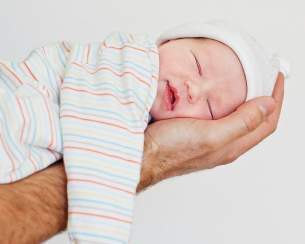 ¿Por qué los bebés nacen de noche?