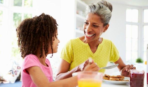 Los modales en la mesa, una manera de prevenir el sobrepeso en los niños