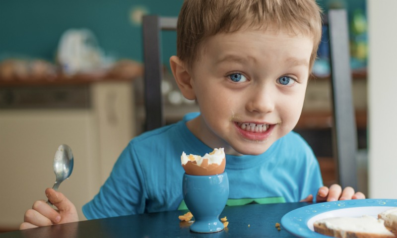 Los peligros de restringir la dieta de los niños