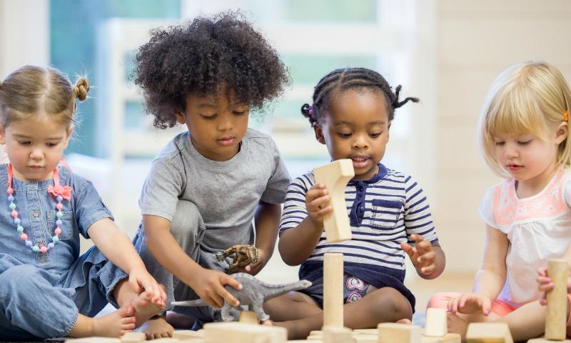 Cómo saber si los niños se están adaptando bien a la escuela infantil (y 'tips' para elegir la mejor de todas)