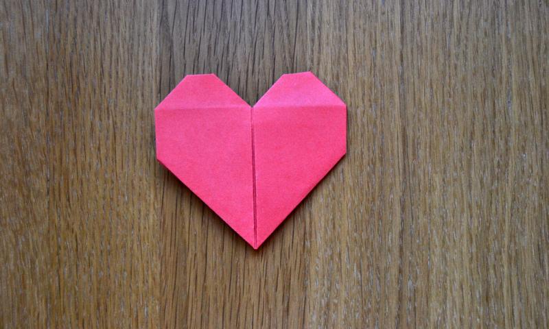 Regala amor descubre c mo hacer un coraz n de papel con - Corazon de fotos en pared ...