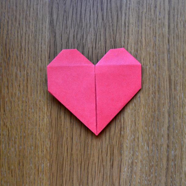 Manualidades corazon de papel reciclado