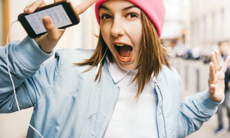 Qué podemos hacer para que los 'peques' usen menos el móvil durante la Semana Santa