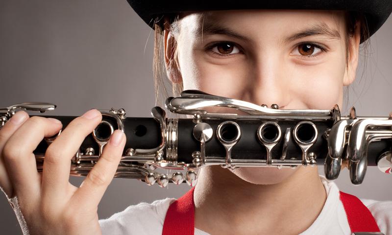 Canciones infantiles o pop, ¿qué música es más apropiada para tus hijos?