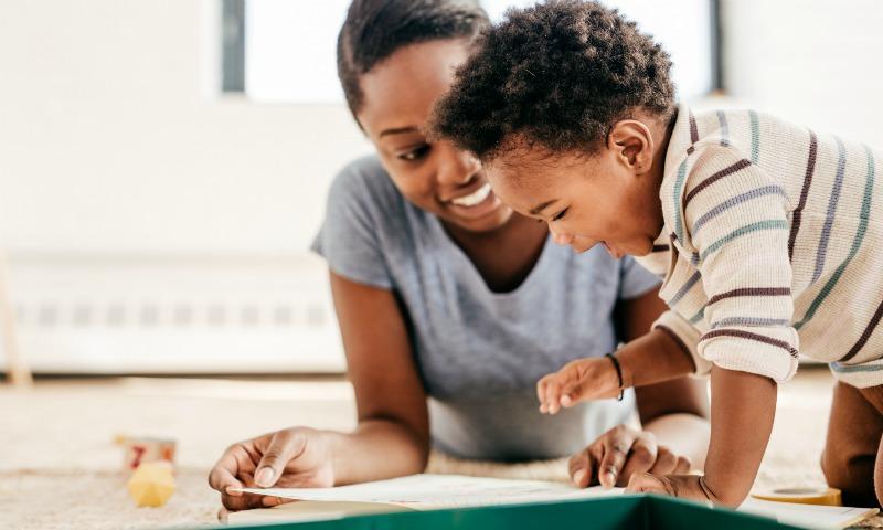 Una tabla de Excel que ayuda a entender cómo aprenden a hablar los bebés