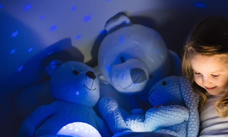 Descubre estos cuentos cortos para que tus hijos duerman felices