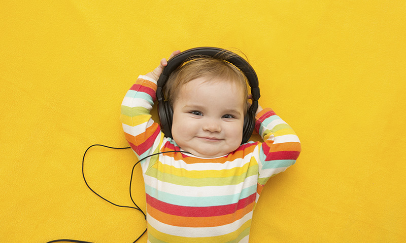 ¿Por qué es bueno que escojas música para bebés con letras reconocibles?