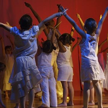 Canciones infantiles bailables que tus ni os lo den todo for Cancion infantil hola jardin