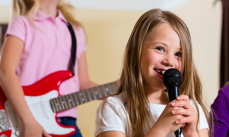 Karaoke para niños, ¡las canciones infantiles en una actividad que les encanta!