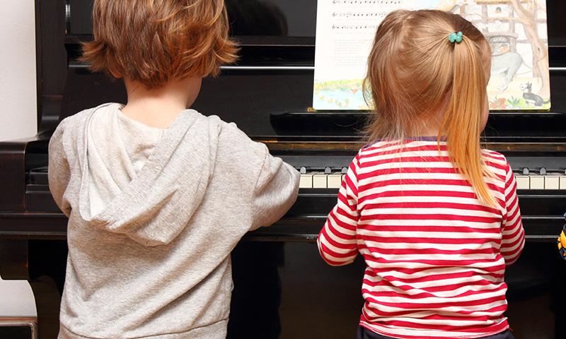 El piano, un instrumento ideal para que los niños aprendan canciones infantiles
