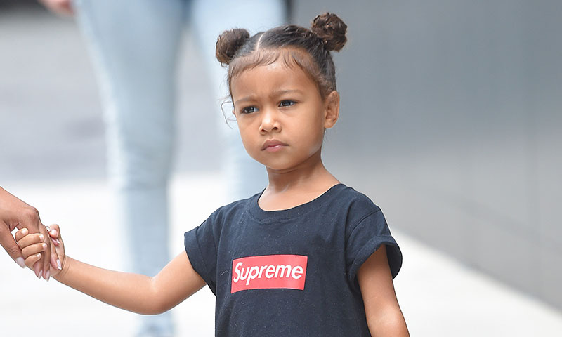 North West customiza las 'sneakers' de Yeezy creadas por su padre