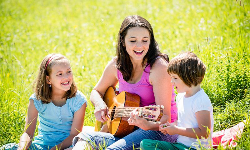 Descubre estas canciones para que los niños aprendan la importancia de la familia