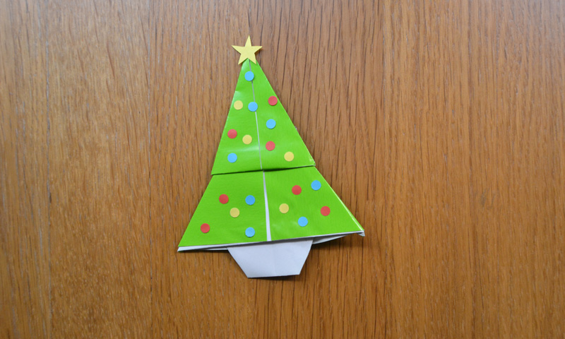 Decorar Arbol Navidad En Papel.Como Hacer Un Arbol De Navidad Con Papel Paso A Paso Foto