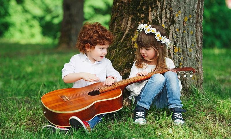 Canciones infantiles para acercar a tus hijos al entorno for Cancion infantil hola jardin