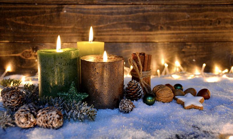 Una Cena De Navidad Inolvidable Iluminada Por Estos Centros Con - Centros-de-mesa-navideos-con-velas