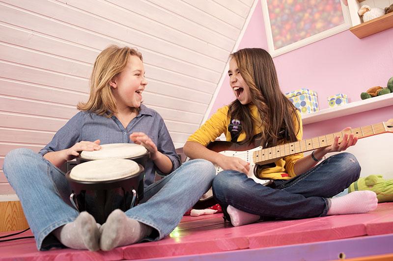 Del juego de las sillas al Music Quest: Los mejores juegos con música para niños