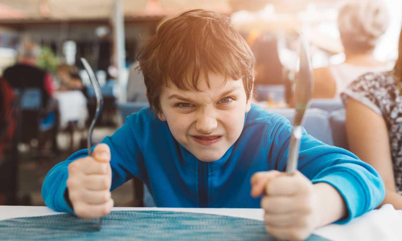 ¿Sientes que tu hijo te desafía y eso mina tu autoestima?