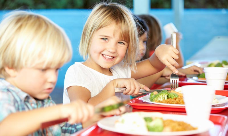 De vuelta al comedor del colegio: claves para comenzar el nuevo curso de manera saludable