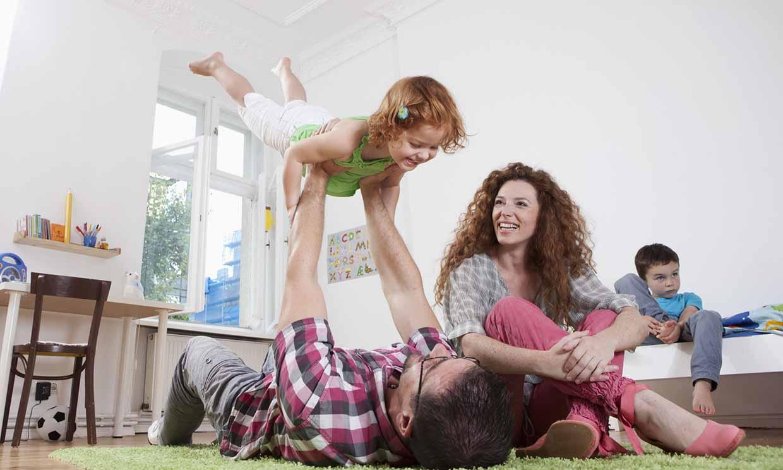Ideas y juegos para hacer deporte en familia ¡sin salir de casa!