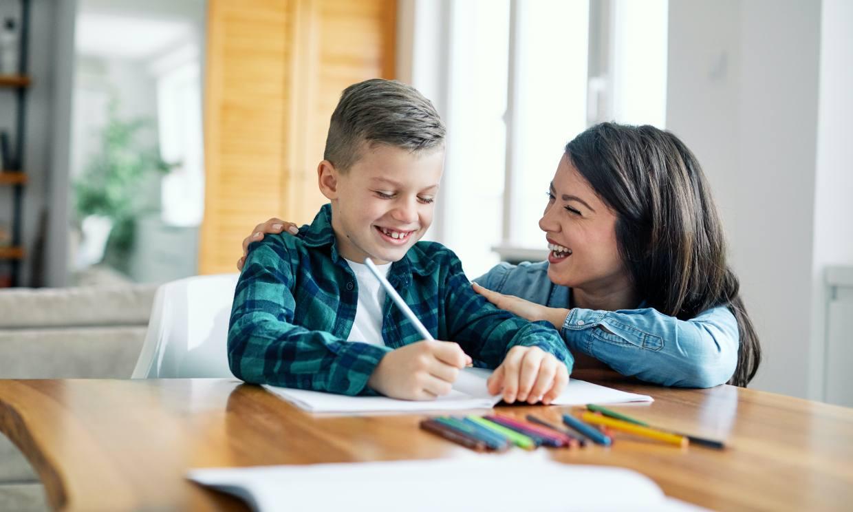 Cómo ayudar a los niños con las tareas del colegio sin perder la paciencia