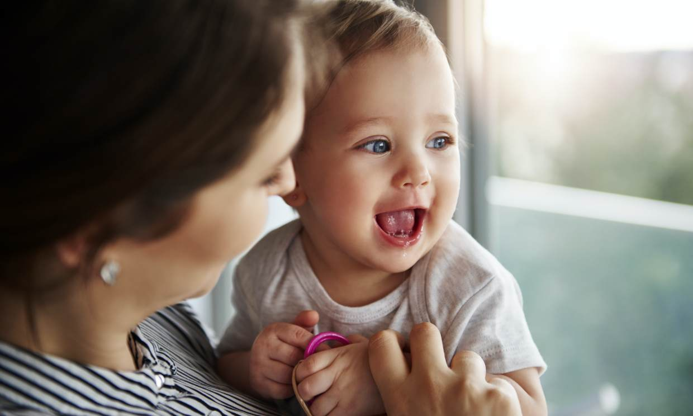 Descubre cómo estimular a tu bebé estos días en casa