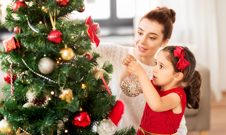 14 manualidades de lo más divertidas para adornar vuestro árbol de Navidad