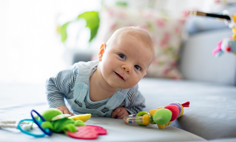 Por qué es tan importante que el bebé haga la pinza con los dedos
