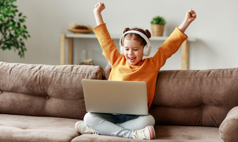 Tu hijo es un nativo digital, pero ¿sabes cómo protegerlo en Internet?