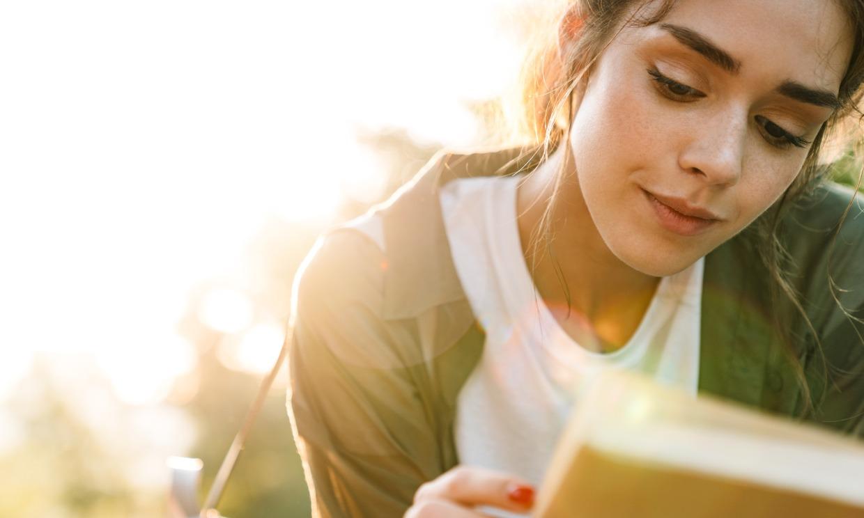 ¿Por qué las novelas románticas consiguen 'enganchar' tanto a los adolescentes?