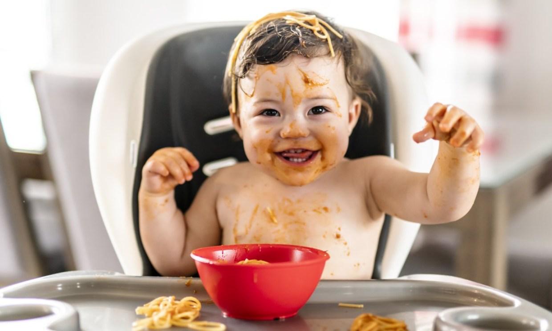 ¿Sabes qué es la alimentación complementaria regulada por el bebé?