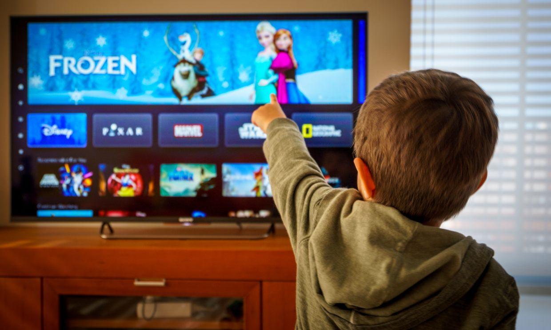 Cuatro películas y tres series para ver con tus hijos