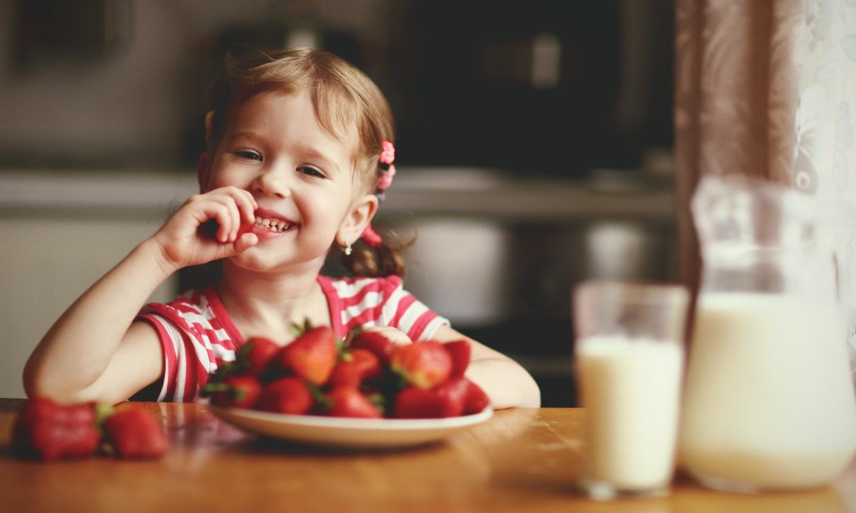 ¿Tu hijo come por ansiedad? Ofrécele estos picoteos saludables