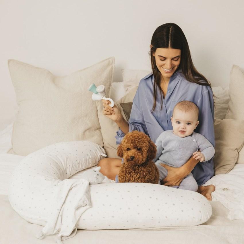 Un cojín de lactancia o almohada específica para el descanso