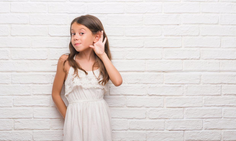 Señales de alarma que te indican que tu hijo no oye bien