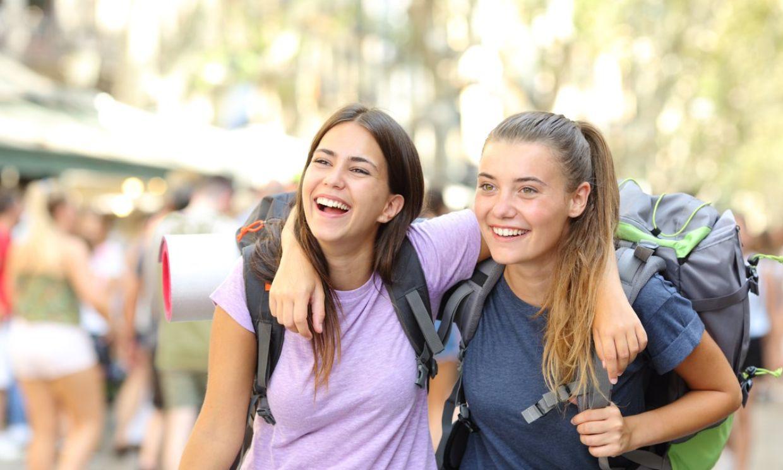 'Mi hijo adolescente quiere viajar solo con sus amigos: ¿le doy permiso?'