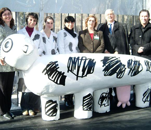 Ingresan dos vacas en el hospital CowParade Madrid