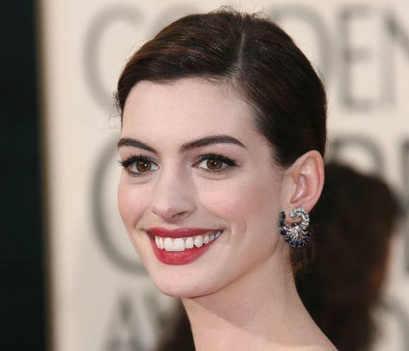 Anne Hathaway Gana: Una Imagen Que Muestra Las Consecuencias De La Crisis