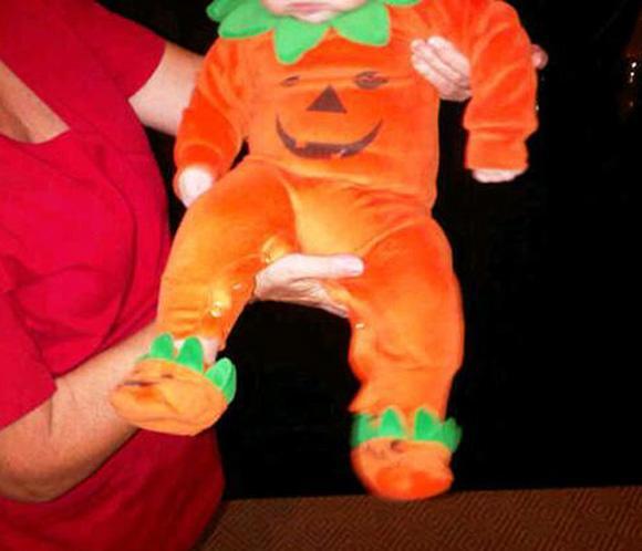 ¿Quién disfrazó a su hijo de calabaza en Halloween?