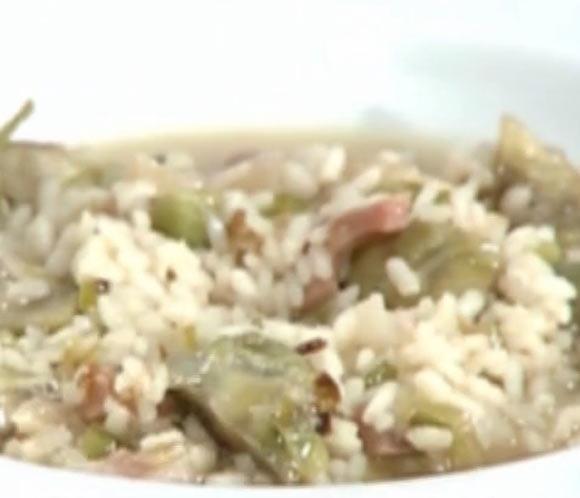 Platos de cucharada arroz caldoso con alcachofas y - Arroz caldoso con costillas y alcachofas ...