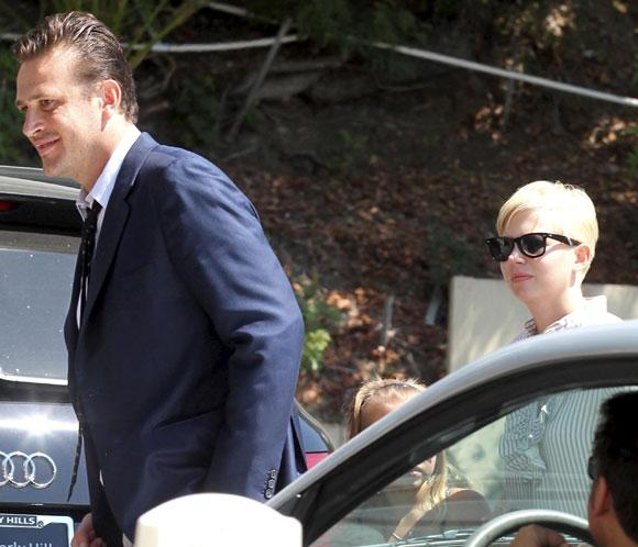 Michelle Williams y Jason Segel ya no ocultan su amor