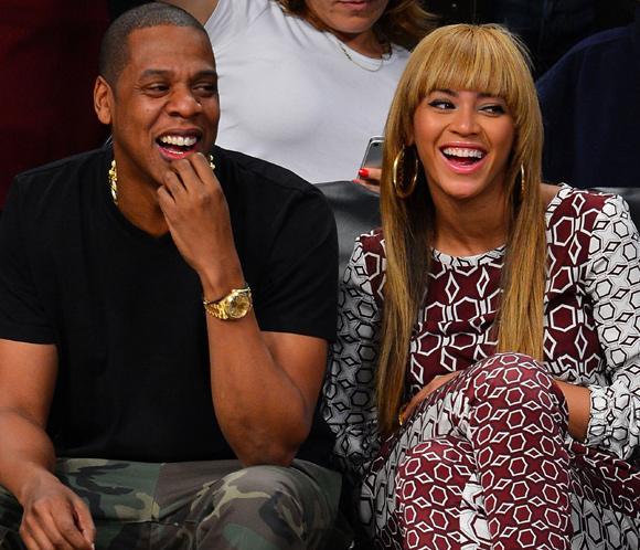 Beyoncé y Jay-Z, complicidad y risas a pie de pista