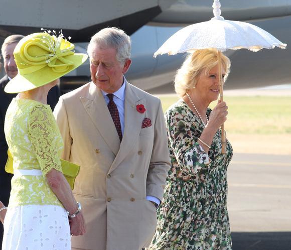 El príncipe Carlos y la duquesa de Cornualles llegan a Australia con motivo del Jubileo de Isabel II