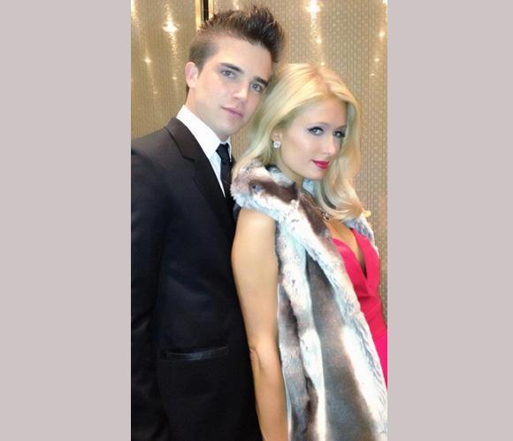 Paris Hilton, locamente enamorada de su jovencísimo novio español