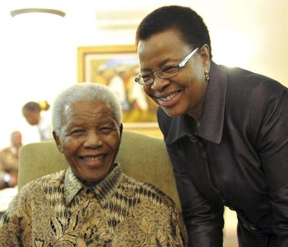 Los nuevos billetes con el rostro de Mandela, ya en circulación en Sudáfrica