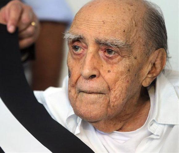 Oscar Niemeyer sigue internado con problemas renales