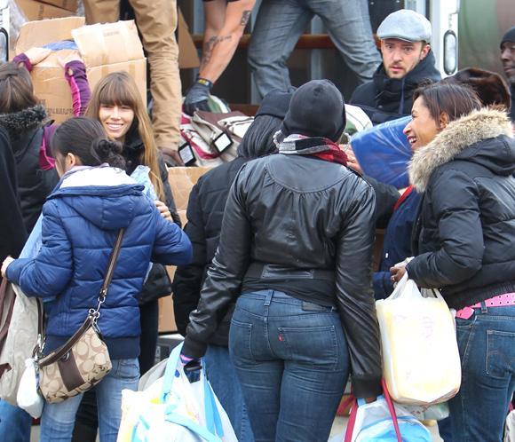 Jessica Biel y Justin Timberlake, mano a mano para ayudar a los afectados por Sandy