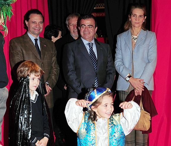 La infanta Elena vive una experiencia de cine con un grupo de niños en Segovia