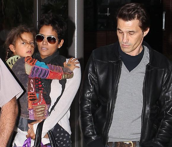 Halle Berry y Olivier Martínez, al cine con la pequeña Nahla